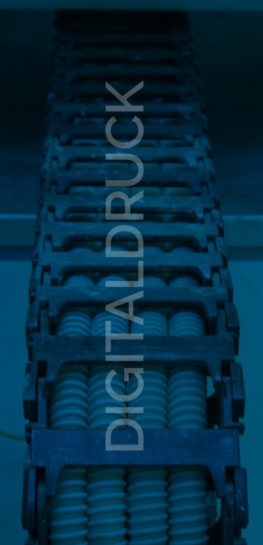 unser Digitaldruckverfahren ist aufgrund der kürzeren Produktionswege die kostengünstige und umweltschonende Alternative bei Kleinauflagen und Einzelstücken